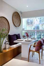 Uma mesa de vidro leitoso para 4 lugares (não sei se é assim que chama rs) e na sala a parede que divide a sala da cozinha não pode ser quebrada, então pensei em uma estante e um balcão com banquetinhas. Canto Alemao 60 Projetos Modelos E Fotos Incriveis