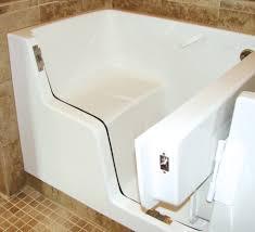 accessible bathtub seat ideas