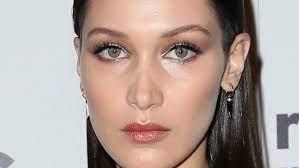 Toen en nu: het gezicht van Bella Hadid ...