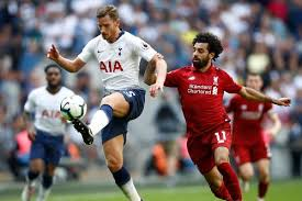 Liverpool are moving the ball constantly from side to side in an attempt to find some space. Spurs V Liverpool 2018 19 Premier League