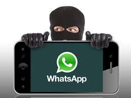 """احذر هذه الخدعة الجديدة.. فيروس عبر تطبيق """"الواتس اب"""" قد يستولي على بياناتك دون علمك"""