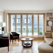 Cette Image Montre Un Grand Salon Design Ouvert Avec Une Salle De  Réception, Un Mur