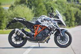 2018 ktm 1290 super duke r. wonderful 2018 2016ktm1290superdukegtteaser04 to 2018 ktm 1290 super duke r e