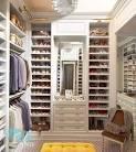 Дизайн гардеробной в маленькой спальне