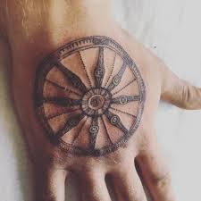 художник иллюстратор тату At Mmmarustattoo колесо сансары тату