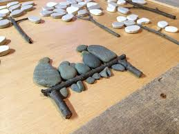 pebble art with pallet wood