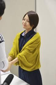 握手をする岩瀬佑美子