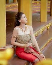 """แอน สิเรียม"""" ทวงบัลลังก์นางแบบ สวยสง่าในชุดไทย : PPTVHD36"""