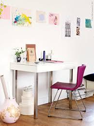 VIKA VEINE/VIKA MOLIDEN bord 1 395 kr, BERNHARD stol 1 395 kr, med svikt i  sitsen, passar fint som arbetsstol och finns i rdlila, mrkbrunt, gulgrnt  och ...