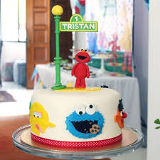 11 Custom Made Elmo Cakes You Can Order Right Now Recommendmy Living