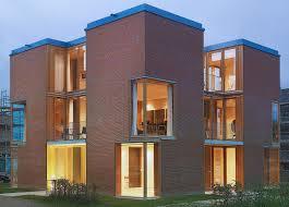 Perforierte Ziegel Fassade Mit Lichteffekten Zwischen Kleiner Weser