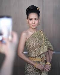 สวยมากจนจำไมได กาละแมร พชรศร สวมชดไทยอวดลคออนหวาน