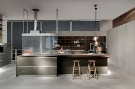 Kitchen. cucina penisola piano snack sotto finestra cerca con