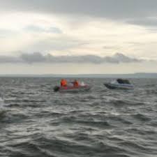 Resultado de imagen para Rescatan a 21 dominicanos tras zozobrar yola que los llevaba a PR de manera ilegal