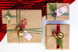Christmas DIY gift wrap ideas with supplies from the dollar store. These  gift topper ideas