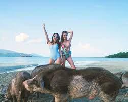แจกความสดใส ดิว อริสรา-แอร์ ภัณฑิลา เซ็กซี่เบาๆ ในชุดว่ายน้ำ