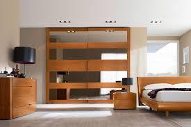 Camera da letto in rovere chiaro: camera da letto a tinte chiare