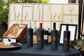 Confira dicas de como aproveitar acessórios para compor uma aconchegante decoração com vinho para as festas de fim de ano. We Share Ideascha Bar Queijos E Vinhos