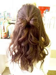 定番巻き髪アレンジも可愛く上手に巻く方法と巻き髪ヘアアレンジを総