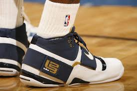 lebron old shoes. sneaker moments: lebron james scores 25 straight points against the pistons in \u002707 lebron old shoes
