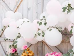 how to diy a balloon garland