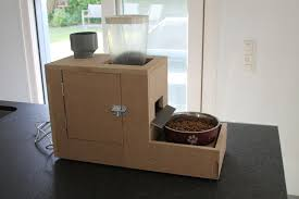 picture of automatic dog feeder