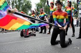 """Résultat de recherche d'images pour """"photo gay pride marche des fiertés paris"""""""