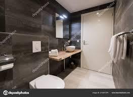 Zeitgenössische Badezimmer Gefliest Mit Den Weißen Und Grauen