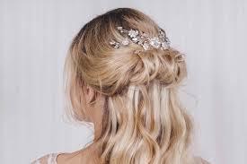 ミディアムロングに特におすすめの髪型結婚式のお呼ばれヘアスタイル