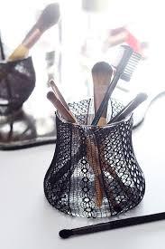 lace brush holder via oglow