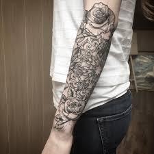 фото татуировки роз в стиле дотворк на предплечье девушки фото
