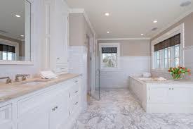 Calacatta Marmor Fußboden Für Das Badezimmer Mit Weißen Badewanne