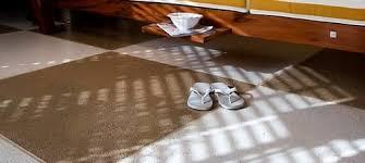 A tinta epoxi para piso antiderrapante é aplicada na forma de resina epóxi que assegura, nos momentos em que o piso estiver molhado ou oleoso. Conheca Os Revestimentos Antiderrapantes Mais Indicados Para Areas Externas Aecweb
