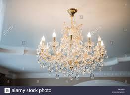 Schöne Vintage Kronleuchter Aus Kristall In Einem Zimmer