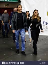 Torwart Real Madrid keylor Navas und seine Frau Andrea Salas während dem  Spiel Real Madrid gegen Mailand entsprechend Basketball euroleague, in  Madrid am Dienstag, den 23. Oktober 2017. Credit: gtres información más