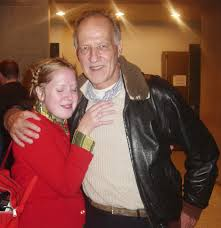 Archivo:Werner Herzog with Fan in Seattle.jpg - Wikipedia, la enciclopedia  libre