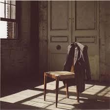 Risultati immagini per donna in attesa casa vuota