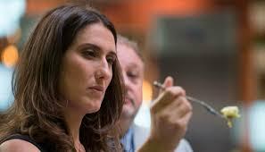 Pudim com ou sem furinhos? Paola Carosella dá resposta para a questão - VIX