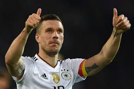 7 311 302 · обсуждают: Former Arsenal Star Podolski Turns His Hand To Ice Hockey With Local Club Goal Com