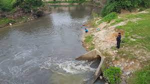 ชาวบ้านร้องมีการดูดน้ำเสียจากคลองเตยทิ้งคลองหวะ หวั่นกระทบถึงคลองอู่ตะเภา