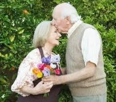 Resultado de imagem para imagens do e um amor mais maduro velho