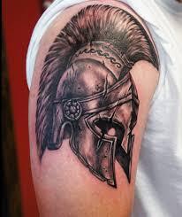 татуха шлема спартанца на плече парня фото рисунки эскизы