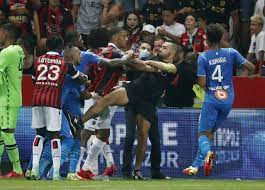 بعد واقعة الشغب.. سلطات الكرة الفرنسية تحقق في أحداث مباراة نيس ومرسيليا -  RT Arabic