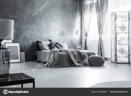 Skandinavische Einfarbig Grau Schlafzimmer Design Stockfoto