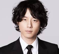 坂口健太郎の最新の髪型が変またも批判殺到カツラ疑惑も調査