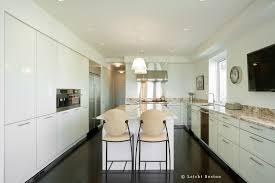 No Upper Cabinet Kitchens Atticmag Kitchen Design Cabinets Baneproject