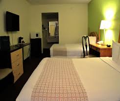 One Bedroom Suites Orlando Book Roomba Inn Suites At Old Town Kissimmee From 47 Night
