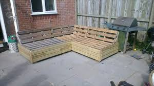 Amazing Patio Sofa Set Built From Pallets 101