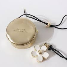 marc jacobs daisy solid perfume necklace limited edition women s fashion jewelry on carou