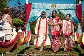 hindu wedding ceremony programs Wedding Entrance Indian Songs indian bride walking down the aisle with her teal and red wedding colors displayed behind her best indian wedding entrance songs